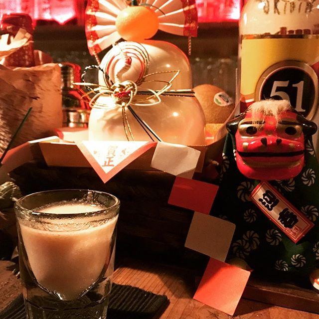 今夜も少し寒くなりそうですねぇ。昨夜に続きまして本日も振舞い甘酒(甘さ控えめ)をご用意してお待ちしております。 お近くお立ち寄りの際は是非是非に。m(_ _)m  #bar #酒場 #甘酒